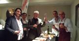Gruppo-con-Mr-Damaso-patron-della-Cambusa-e-Mr-Junk-nella-area-salumi-OPTI